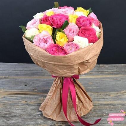 Букет 25 пионовидных роз в крафте
